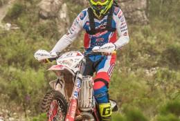 Rígor Rico atravessa uma das zonas técnicas da prova neste domingo.